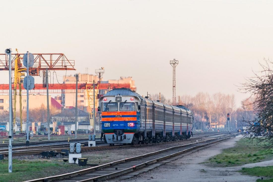 Поезд ДР1А на закате