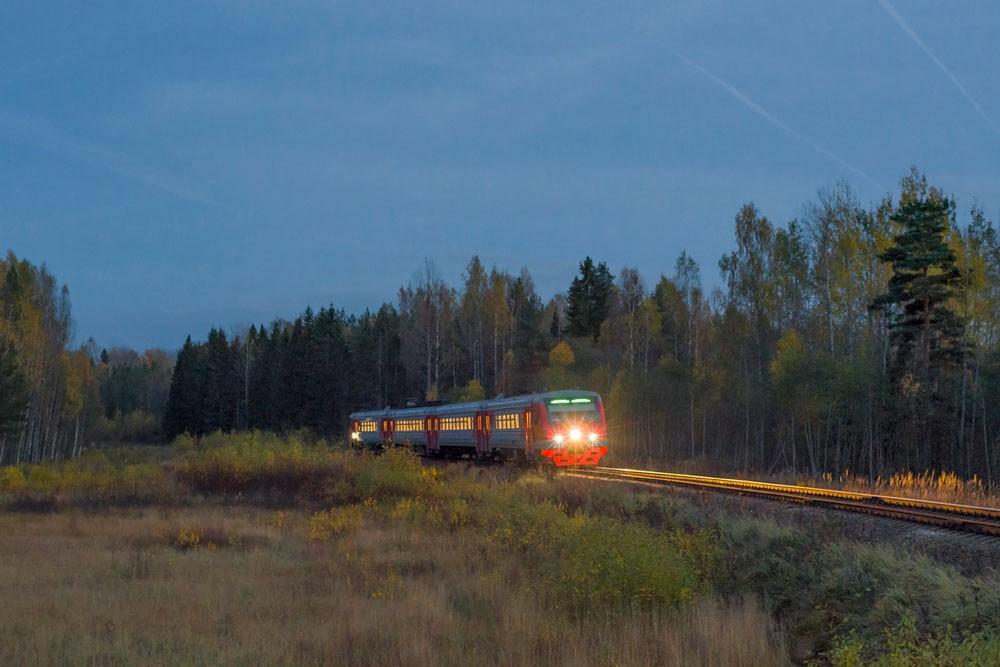 Электропоезд ДТ1 на подъезде к станции