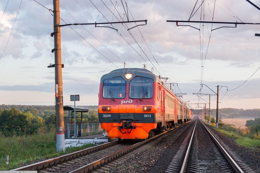 Электропоезд ЭД4М на перегоне в Рязанской области