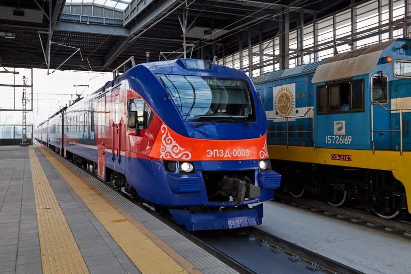 Подвижной состав ЭП3Д на станции Шпалопропитка в Волгограде