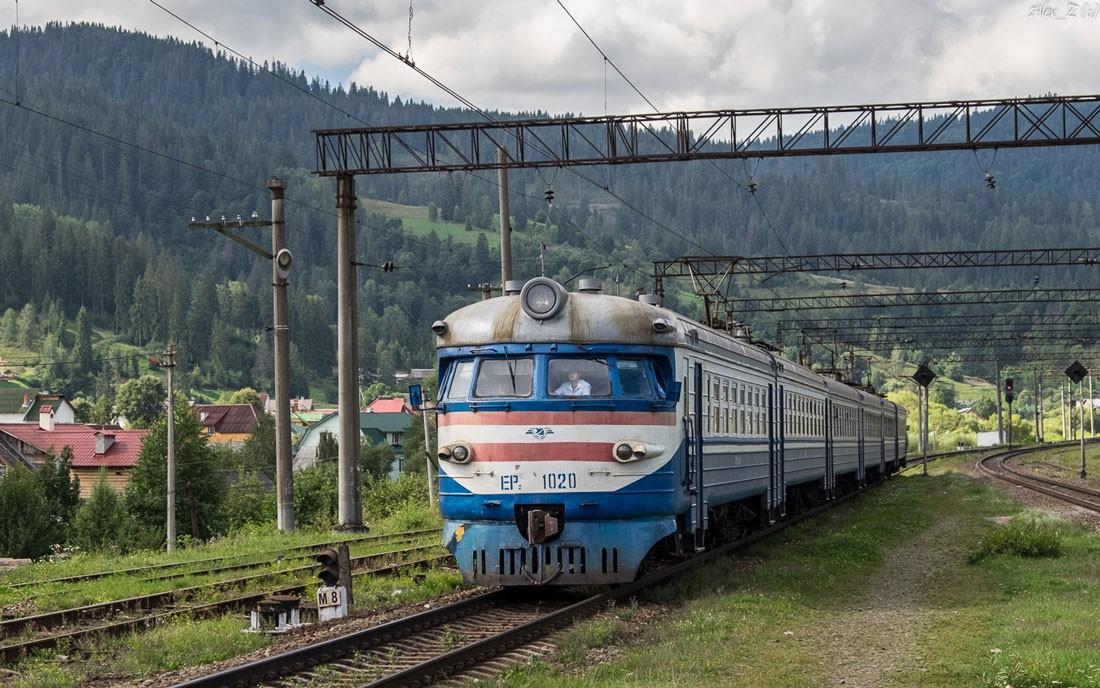 Старая модификация модели поезда серии ЭР2