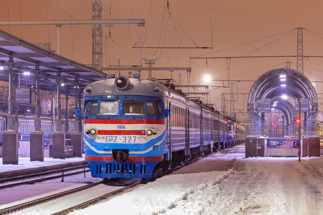 ЭР2 на станции в Харькове