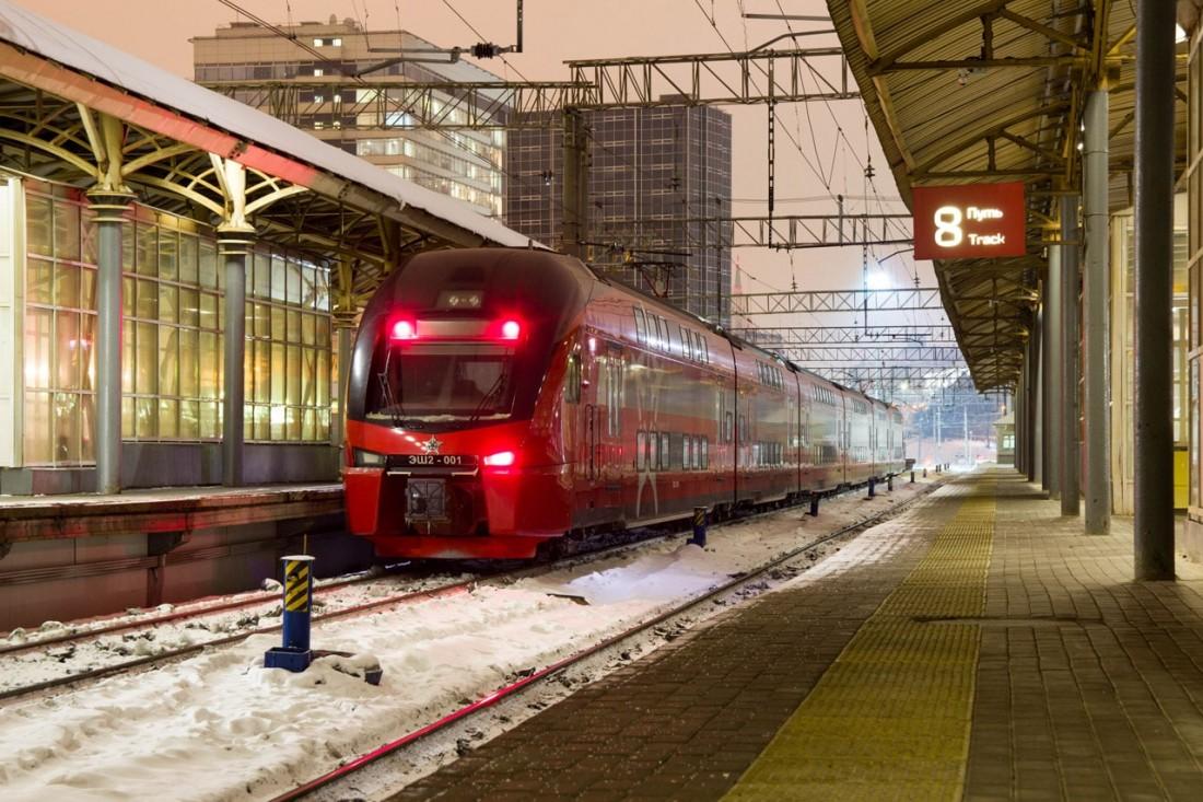Электропоезд ЭШ2 на станции Пассажирская – Курская
