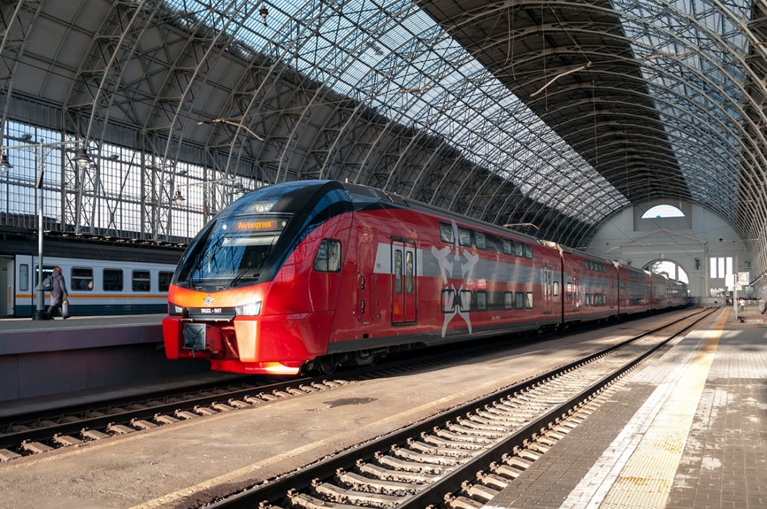 Электропоезд ЭШ2 на станции Пассажирская – Киевская