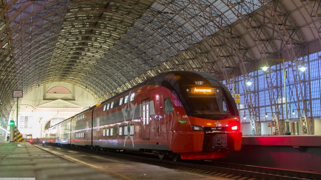 Электропоезд ЭШ2 на Киевском вокзале