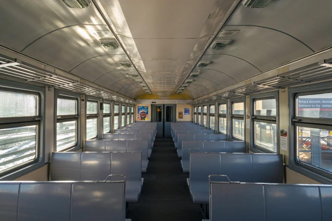 Салон пригородного поезда ЭТ2