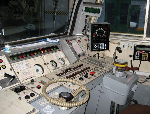 Кабина электропоезда ЭТ2М