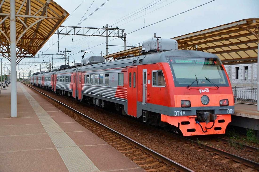 Электропоезд ЭТ4А на вокзале
