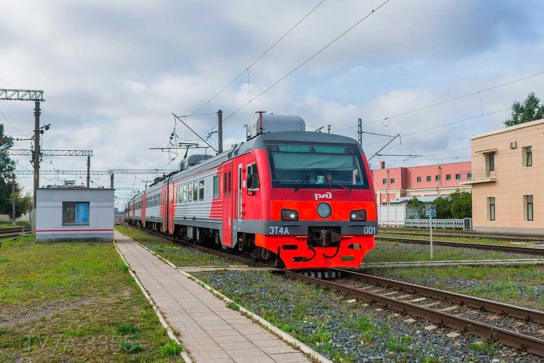 Электропоезд ЭТ4А на станции Санкт-Петербург-Балтийский