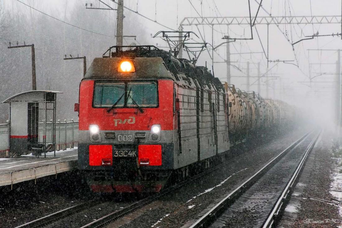 Электровоз 3ЭС4К на станции осенью