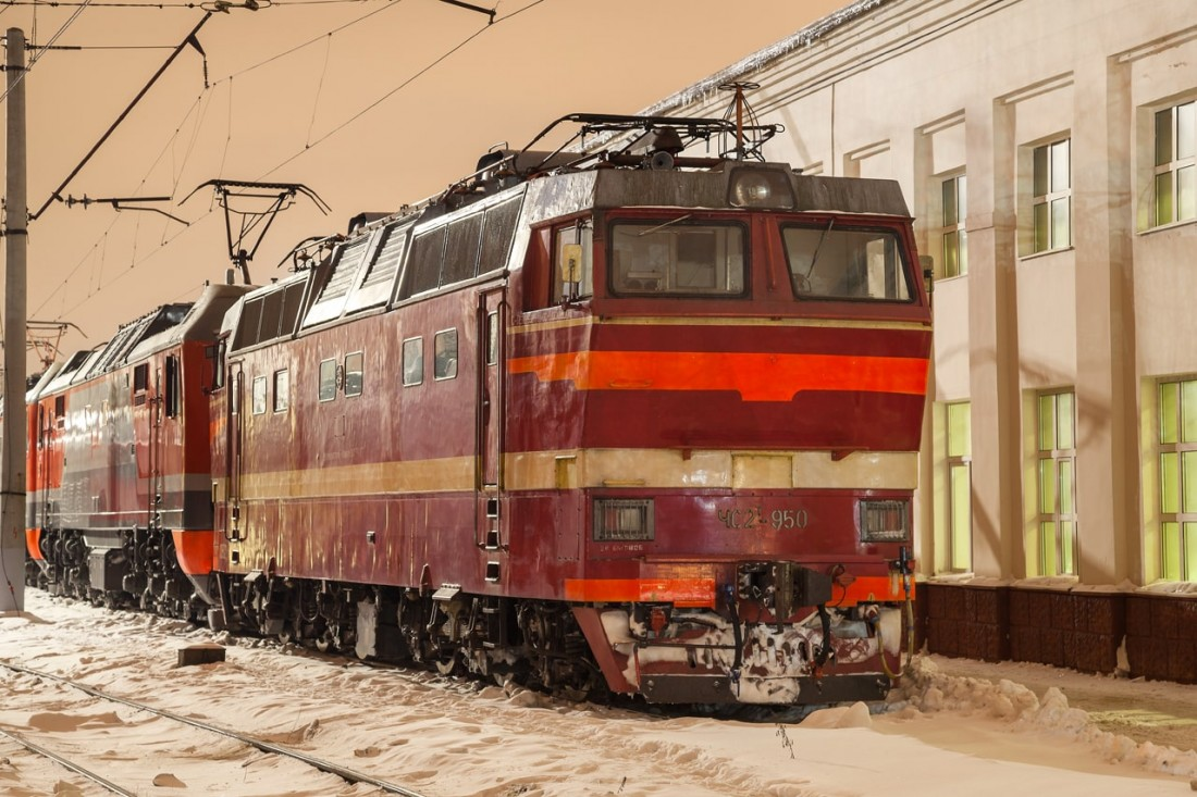 Электровоз ЧС2Т на станции