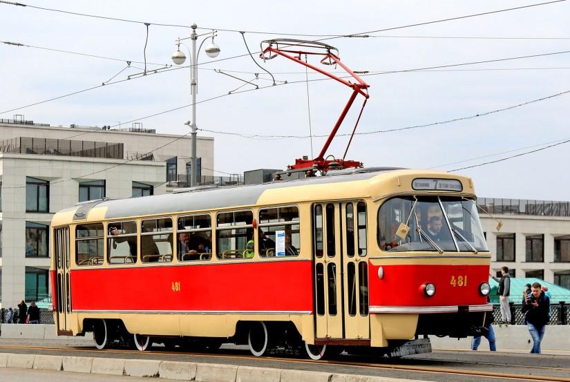 Полупантографный токоприемник на трамвае