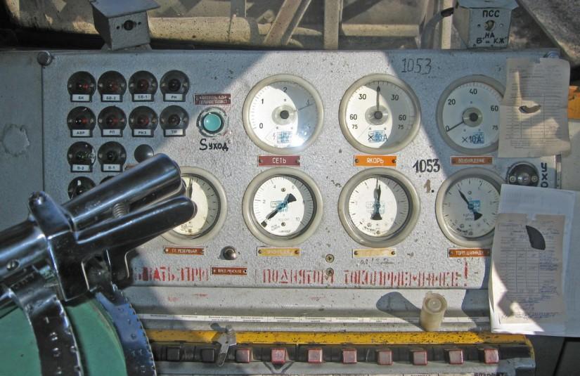 Панель управления в кабине электровоза ВЛ10